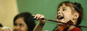 Read more about the article Pour les enfants, faire de la musique favorise les apprentissages